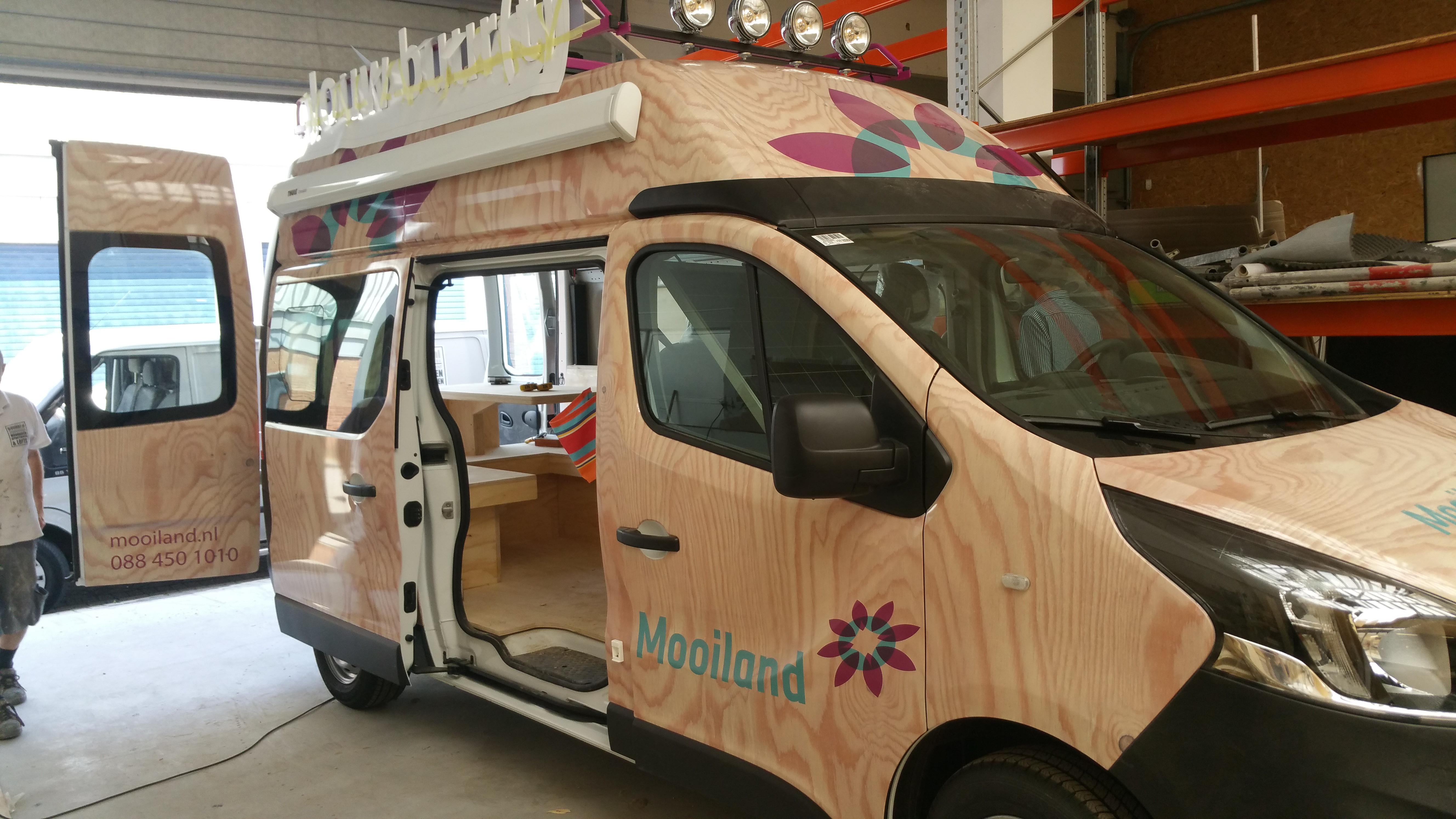 Wrapping belettering bus